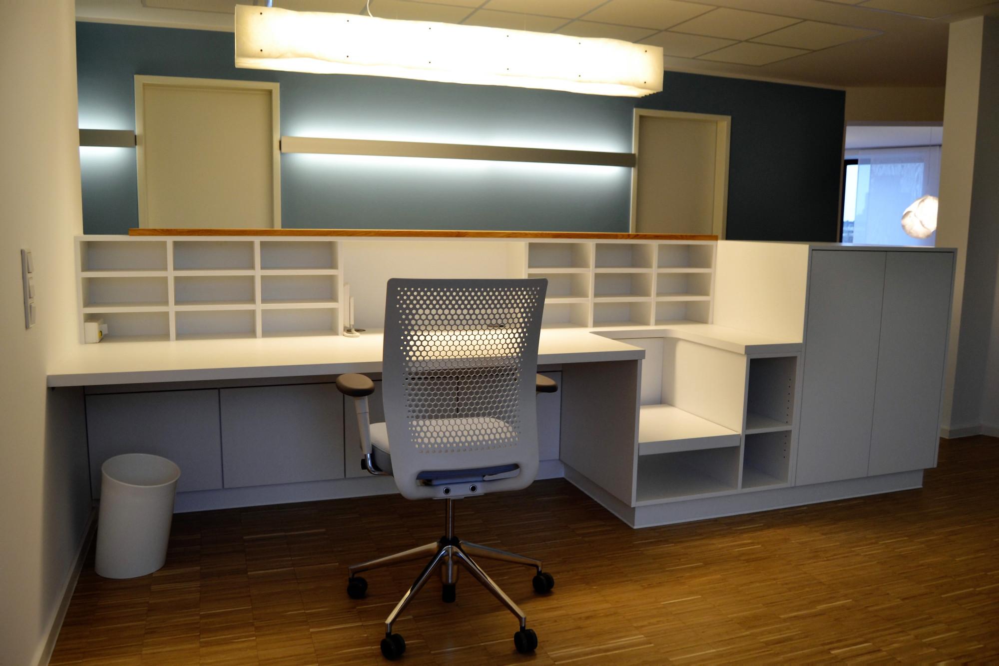 einrichtungs l sungen aus der praxis anmeldungen und wartebereiche f r praxen gesing. Black Bedroom Furniture Sets. Home Design Ideas